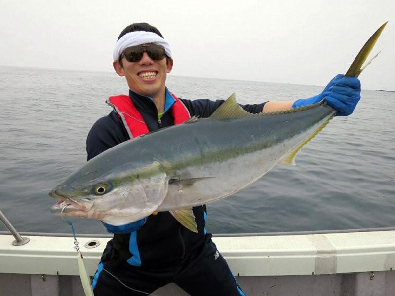 2016/04/10 福井県敦賀沖 ブリ98cm 12kg 遊漁船ブルーズ