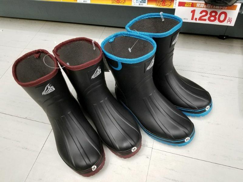 釣り友達がワークマンで購入した長靴は「裏フリース防寒ブーツ」という商品です。