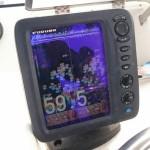 ジギングする人が知っておきたい魚群探知機の見方① 魚探の真ん中は真下では無い!?
